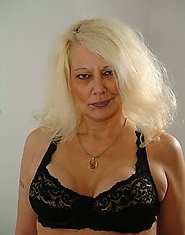 This mature blonde housewife loves showing her thing