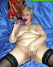 Kinky fat mature blonde fucks herself with dildo