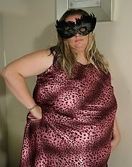 Big masked mama getting ready to be kinky
