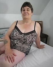 Big titted mature masturbator at play