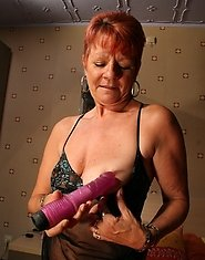 Red mature slut getting herself to an orgasm
