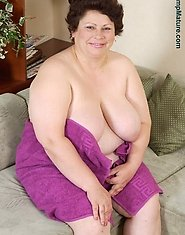 Hot mature plumper wanna show you everything