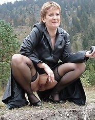 Kinky outdoor amateur mama showing off