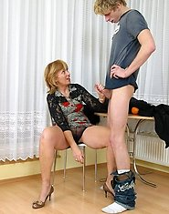 Hot mature bitchie rides skinny boy?s huge shlong