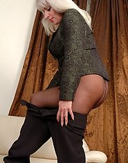 Chubby mature business woman in sheer-to-waist hose getting banged on sofa