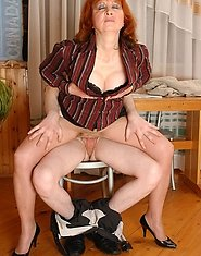 Sinful milf in barely visible pantyhose enjoying mind-blowing muff-diving