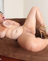 Straight from South America cums a very hot and pussy slapping BBW named Leidee. A newbie? Yes! But a professional as well.