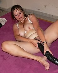 See this hot mature slut fucking her huge dildo