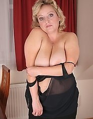 Chubby mature slut showing off her body